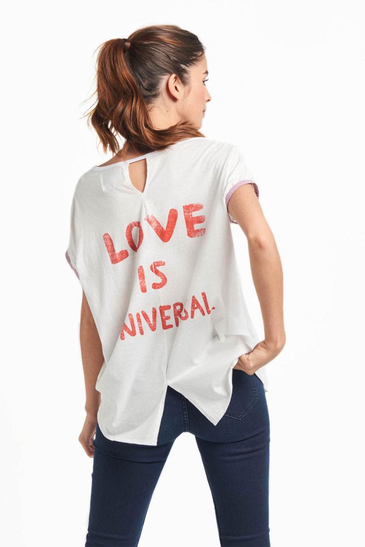 Camiseta Love is Universal